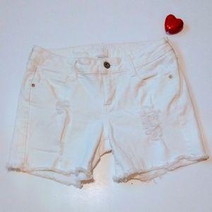 Arizona white short